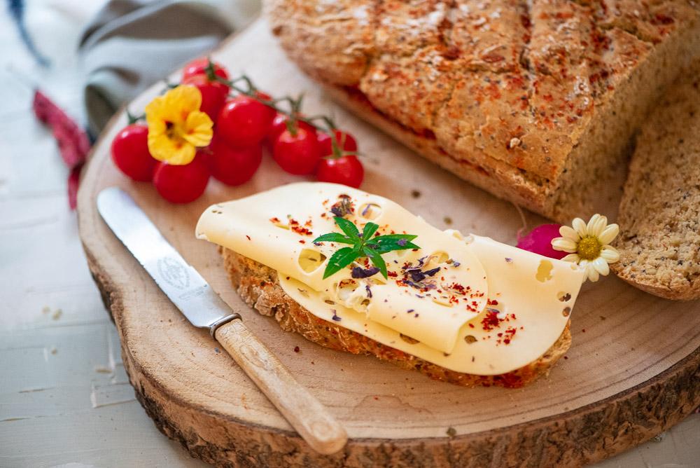 Dinkelbrot mit Gold Leinsamen Quinoa und Joghurt