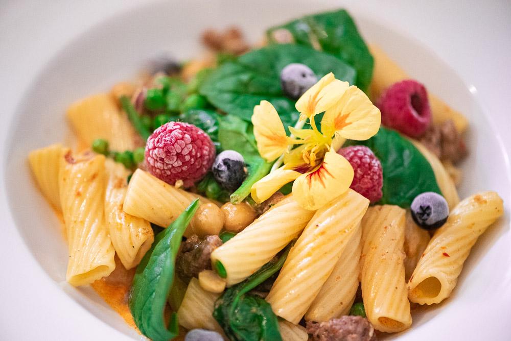 Pasta mit Kalbshackfleisch, Spinat und Kichererbsen