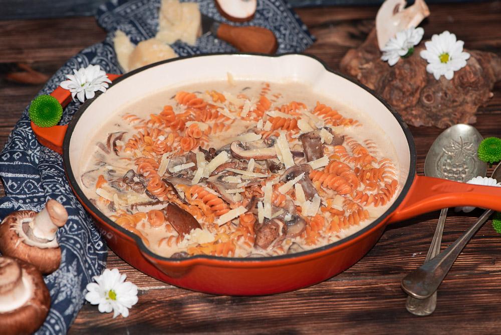Kichererbsenpasta mit Champignons Frischkäsesoße