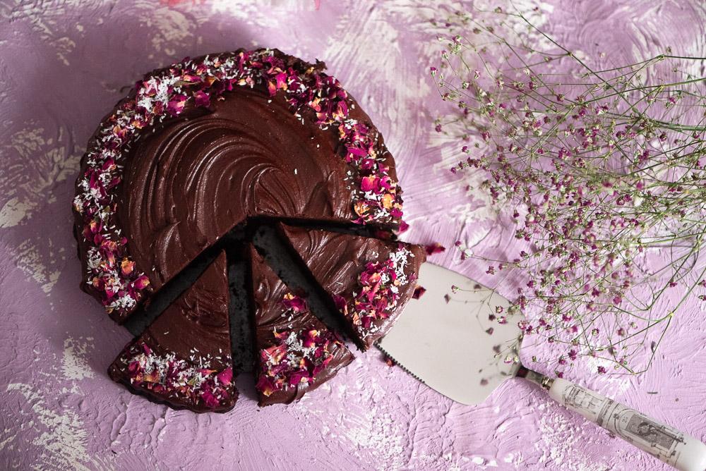 Low carb Schokoladenkuchen mit einer Ganache