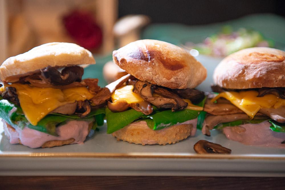 Vegetarische Miniburger mit Champignons
